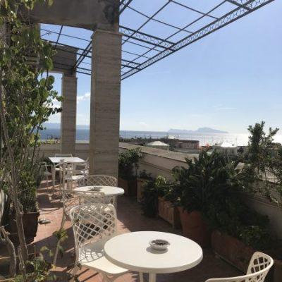 Casa vacanza a Napoli vicino alla Mostra d'OltremareTerrazza con Capri