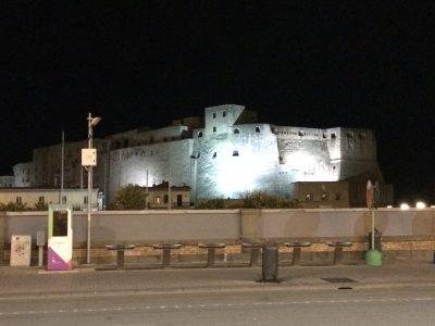 Castel dell'ovo di notte Mostre a Napoli