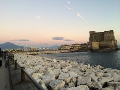Castel dell'Ovo e Vesuvio
