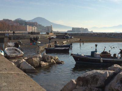 Carnevale a Napoli , barche vicino alla riviera di Chiaia