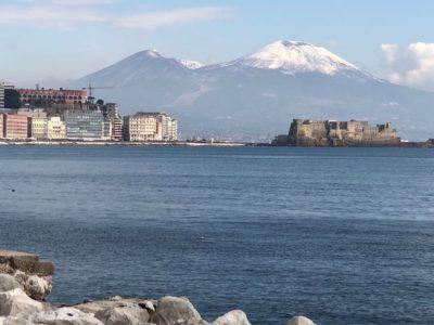Turismo a Napoli con evento spettacolo di Tarantella nel Sottosuolo di Napoli vesuvio inbiancato