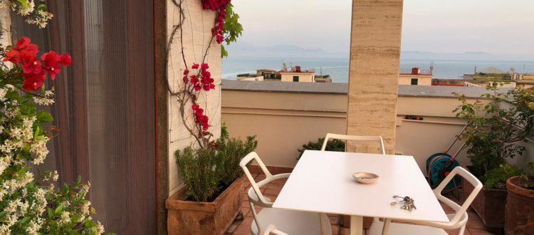 Bed & Breakfast a Napoli , riapertura Casamiranapoli.