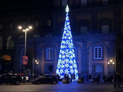 Soggiorno a Napoli , per una bella passeggiata in Via San Gregorio Armeno per i Mercatini di Natale Natale a Napoli e Mercatini di Natale